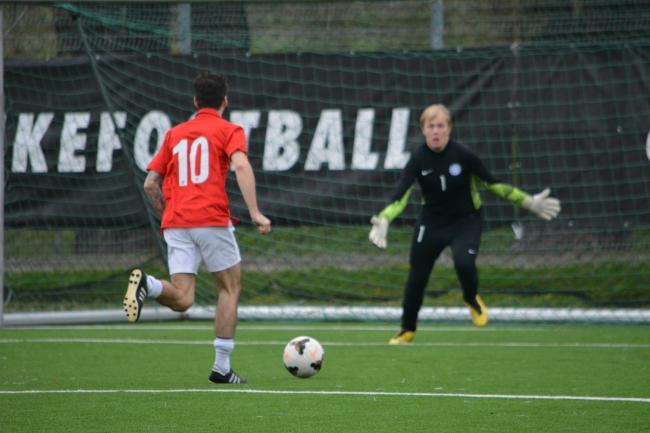 Craig Tullis through on goal